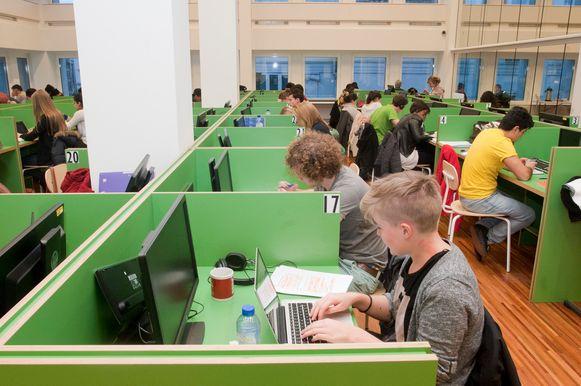 Studeren in Muntpunt: computerzaal.