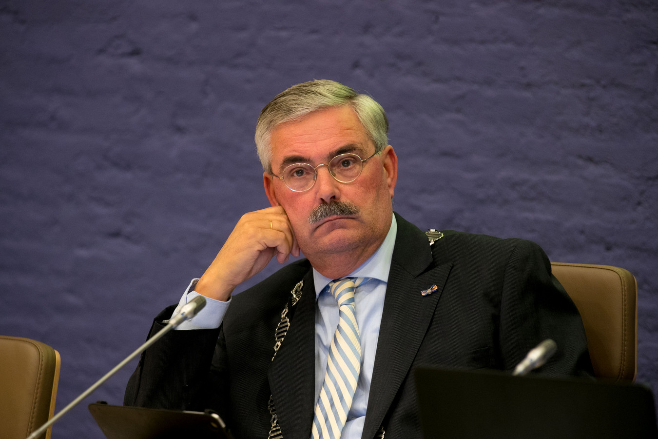 De zoektocht naar een opvolger van burgemeester Aat de Jonge is vandaag officieel begonnen.