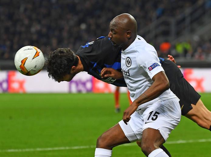 Jetro Willems in actie tegen Internazionale.