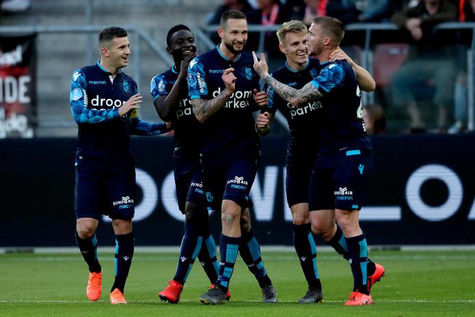 De spelers van Vitesse vieren de goal. (L-R) Bryan Linssen, Mohammed Dauda, Tim Matavz, Martin Odegaard en Alexander Buttner