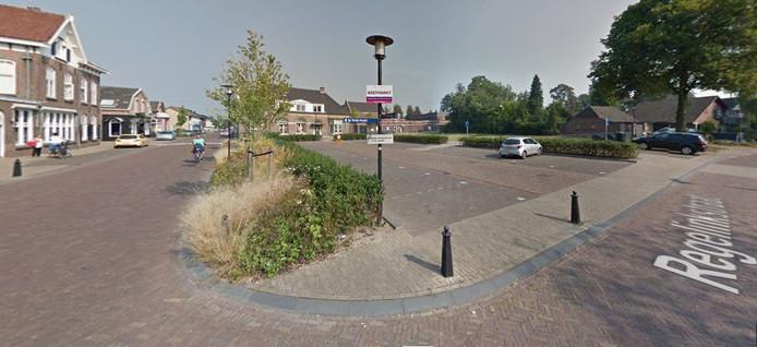 Een blik op het centrum van Hengelo. Het gezondheidscentrum is gepland op het grasveld achter de grijze auto.