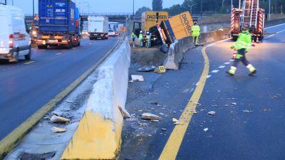 Zware ochtendspits door gekantelde vrachtwagen op E17 ter hoogte van wegenwerken