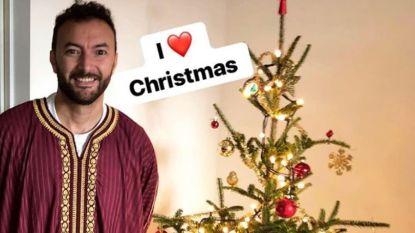 Nederlandse moslimacteur deelt trots foto van kerstboom, maar schrikt van heftige reacties