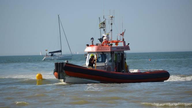 Zeekajakker (77) in de problemen nadat kajak kapseist en hij niet meer aan boord raakt