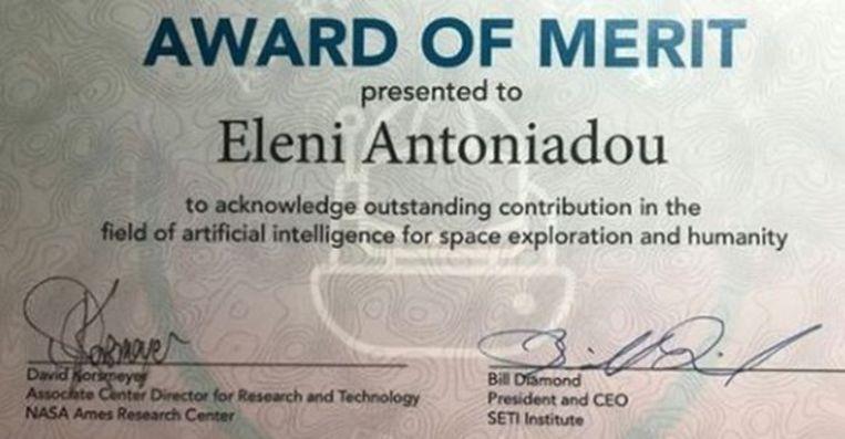 Antoniadou postte een foto op Facebook die moet bewijzen dat ze wel degelijk een NASA-award heeft ontvangen.
