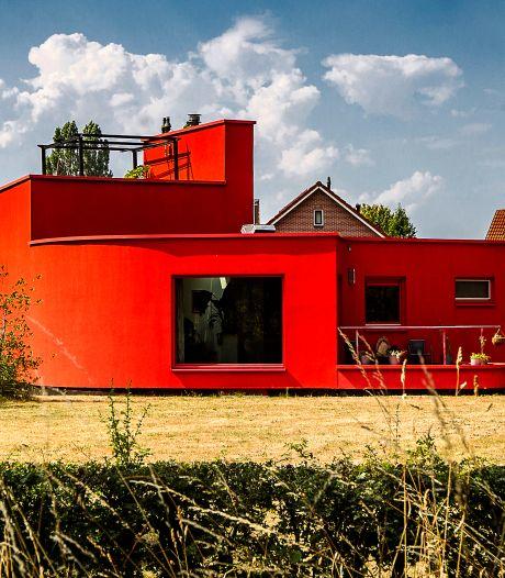 Verkooptruc voor iconisch rode huis in Deventer: het staat grijs op Funda, maar mag dat eigenlijk?