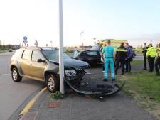 Twee auto's in de prak bij botsing in Den Hoorn