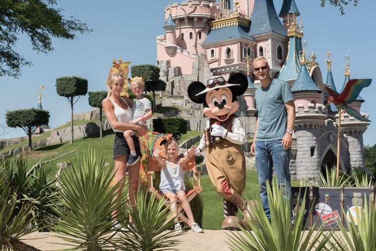 Zaterdag trokken Annelien Coorevits en Olivier Deschacht nog met Elena (8) en Luís (4) naar Disneyland Parijs, dinsdag raakte hun breuk bekend.