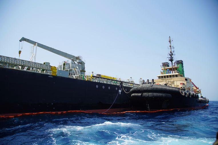 De Japanse tanker Kokuka Courageous, die in juni werd beschadigd door een mijn nabij de Straat van Hormuz. Volgens de Amerikaanse marine had de mijn een 'treffende gelijkenis' met mijnen zoals die ook door Iran worden gebruikt.