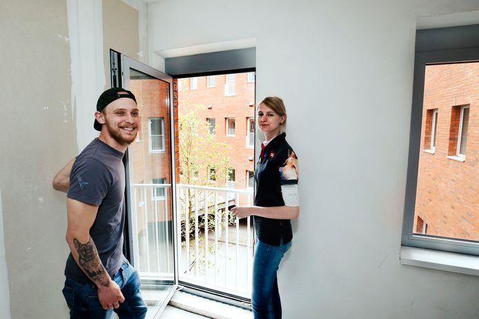 Brian en Lisa in hun splinternieuwe appartement in het voormalig gemeentehuis van Nieuwegein.