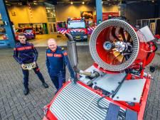 Blusrobot beleeft vuurdoop: Vliegtuigmotor op rupsbanden maakt werk van brandweer veiliger