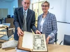 Amerikaan John brengt bijbel van zijn verre voorvader uit Zwolle terug: 'De cirkel is rond'