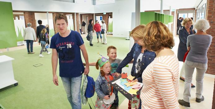 Open middag in nieuw schoolgebouw te Mariaheide.