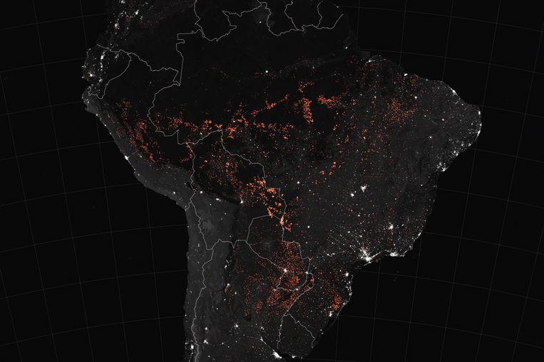 Een Nasa-foto toont de actieve branden in Zuid-Amerika.  Beeld AFP