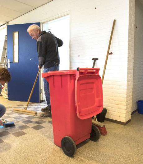 Docenten staken, maar de ouders werken op school in Beltrum