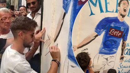 Nog wat meer God in Napels: Dries Mertens zet nu ook z'n krabbel onder muurschildering in de stad
