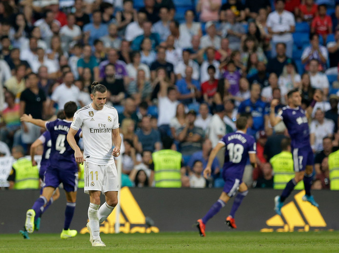 Gareth Bale treurt.