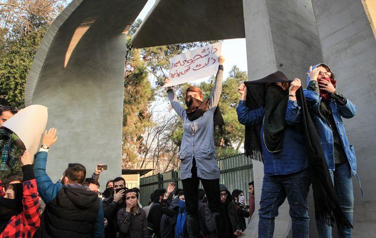 Studenten van de universiteit van Teheran protesteren tegen de regering in december 2017.