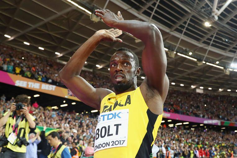 Usain Bolt of bedankt het publiek na zijn derde plek op de 100 meter tijdens de WK in Londen. Beeld Getty Images