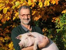 Dierenarts Donders zegt varkens in Oisterwijk vaarwel en zet koers naar de ezels in Gambia