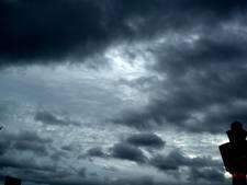 Storm Doris nadert westkust: mogelijk zware windstoten in West-Brabant, drukke avondspits verwacht [LIVE]