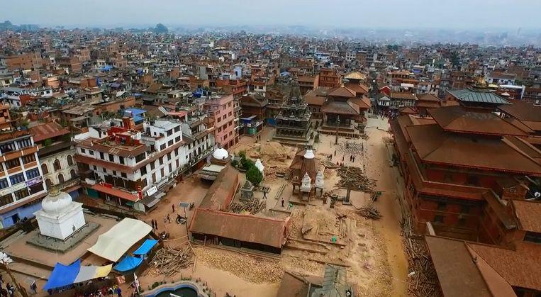 Het zwaar getroffen oude centrum, Patan Durbar Square. Beeld epa