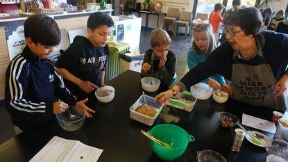 Leerlingen koken met eerlijke ingrediënten