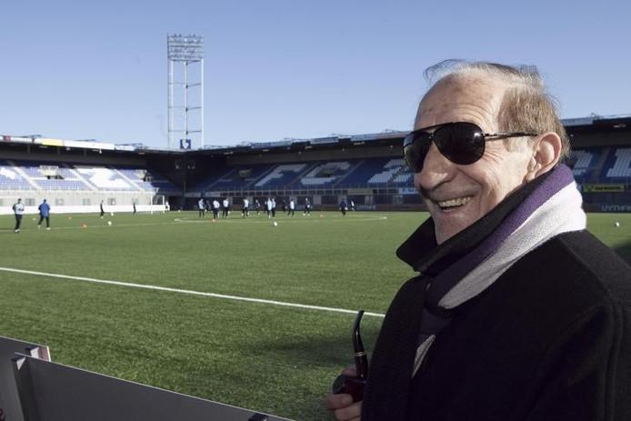 Vojo Gardasevic is Zwolle bijna veertig jaar na zijn actieve loopbaan nog niet vergeten. De voormalige verdediger uit Montenegro is als zestiger actief als coach op de Seychellen.foto Frans Paalman