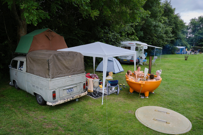 Vanwege corona vieren veel Nederlanders deze zomer veel vakantie in de buitengebieden in eigen land, zoals de Watersportcamping Heeg.