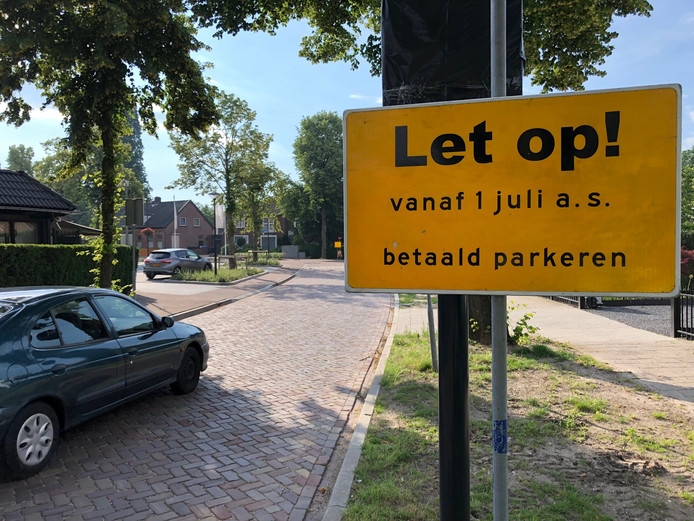 Met grote borden worden bewoners en bezoekers alvast gewaarschuwd.