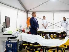 Koning Willem-Alexander geeft Isala-personeel een boost met verrassingsbezoek