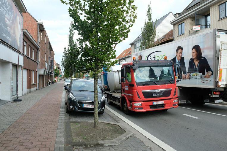 Zwaar vrachtverkeer rijdt door het centrum van Malle. Dat moet met de komst van de ringweg binnenkort definitief verleden tijd zijn.