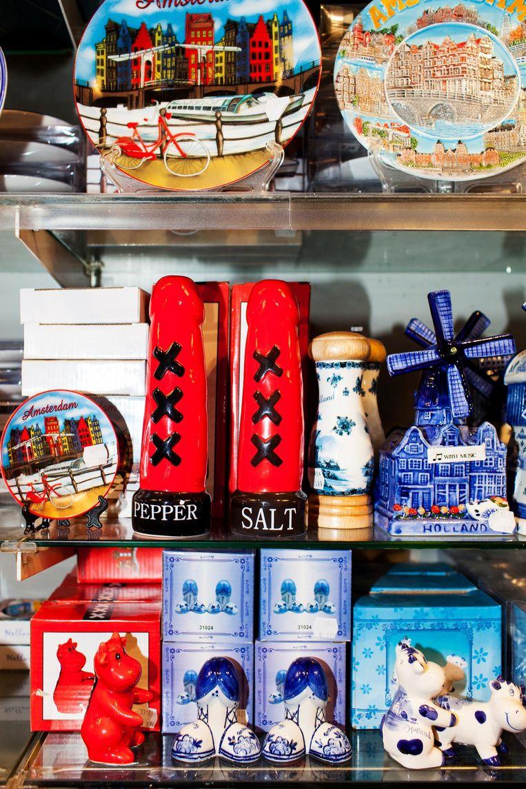 Enkele souvenirs uit Claudia Elbers' winkel Beeld Renate Beense
