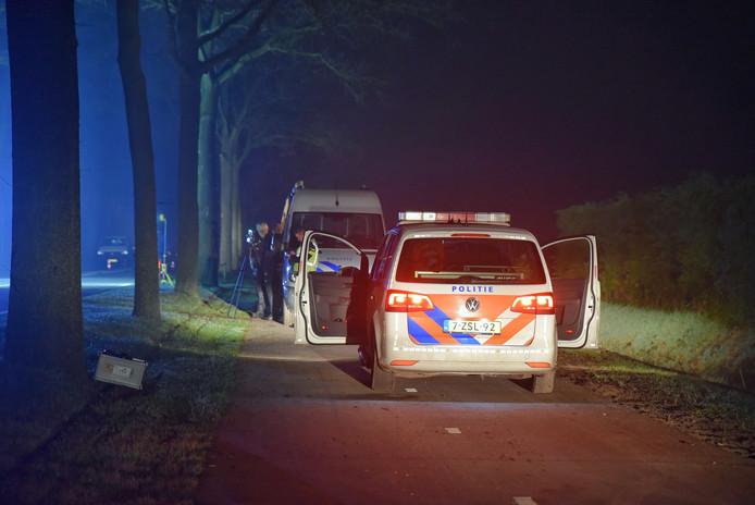 Politie op de plaats waar de verdachte is neergeschoten.