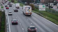 Auto met aanhangwagen rijdt in op vrachtwagen op E313 in Wommelgem
