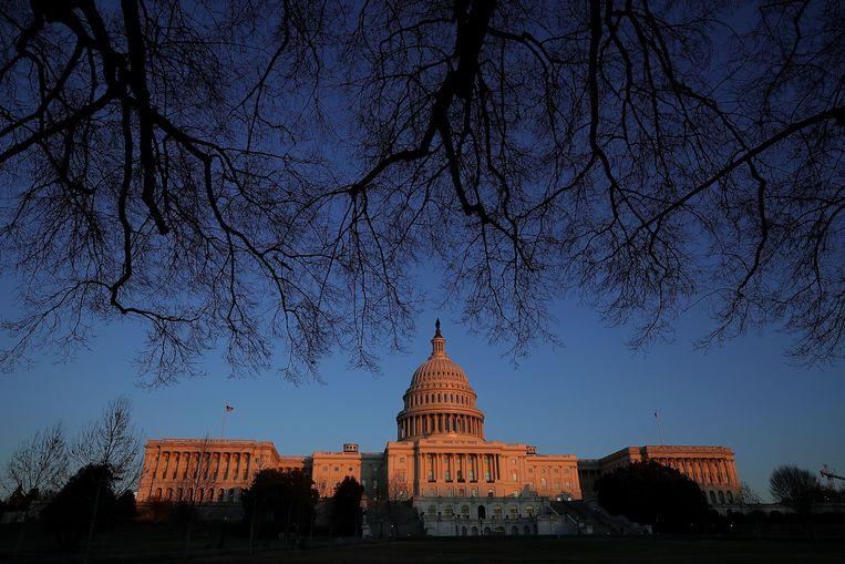 Het Congresgebouw in Washington. De Democraten krijgen de meerderheid in het Huis van Afgevaardigden (de rechtse vleugel van het gebouw), de Republikeinen behouden de Senaat (de linkse vleugel).