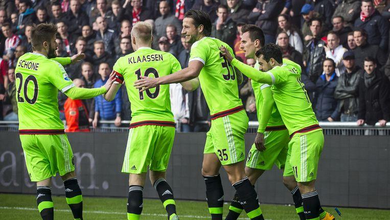 Ajaxspelers vieren de openingstreffer van Milik. Beeld Pro Shots / Joep Leenen