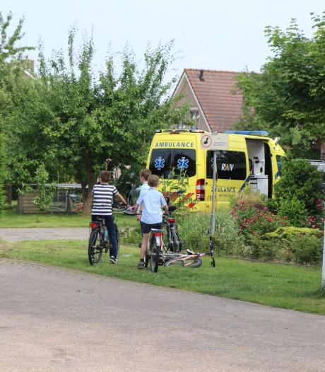 Schilder raakt ernstig gewond na val van ladder in Wijk en Aalburg