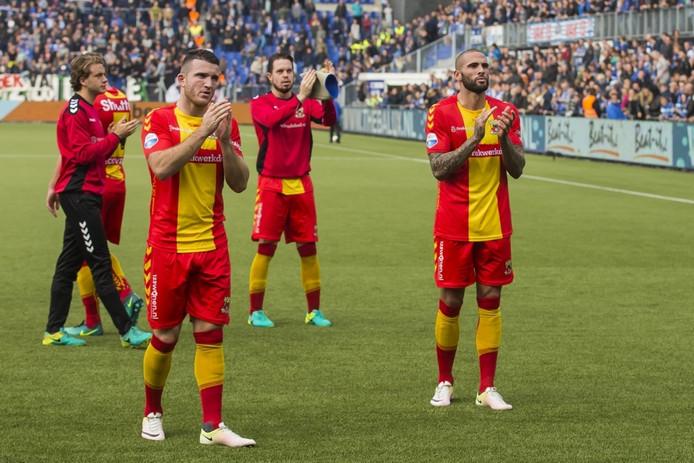 GAE-spelers bedanken hun fans. Zondag 19 maar is de volgende IJsselderby, in de Adelaarshorst in Deventer