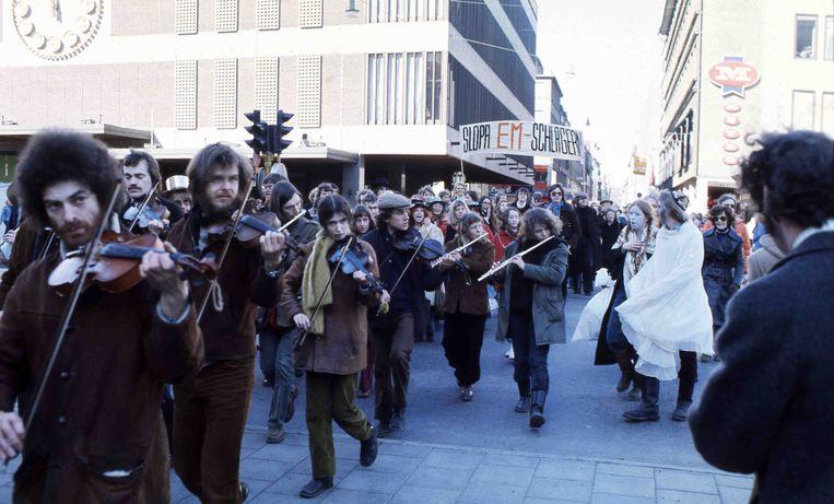 Protesten tegen de hoge kosten van het Songfestival en de vercommercialisering van de popmuziek, Stockholm 1975. Beeld ANP