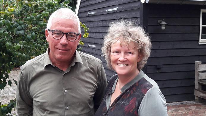 Hennie Bongers en Liesbeth van Heeswijk van Liberaal Land van Cuijk. Bongers sluit zich aan bij Liberaal LvC nadat hij zich eerder afscheidde van de Graafse partij Keerpunt 2010.