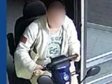 Politie dreigt foto te publiceren van vrouw die scootmobiel uit flat in Wageningen stal