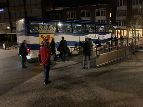 Live: Zeeuwen met bussen onderweg naar debat over Marinierskazerne