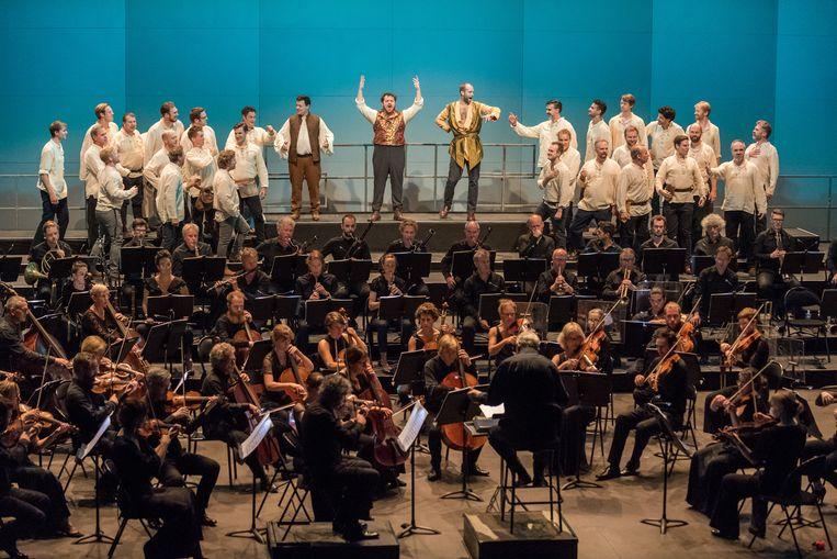 Berlioz' opera Benvenuto Cellini, uitgevoerd door het Monteverdi Choir en het Orchestre Révolutionnaire et Romantique, o.l.v. John Eliot Gardiner op het Festival Berlioz. Beeld Agence Iséroise de Diffusion Ar