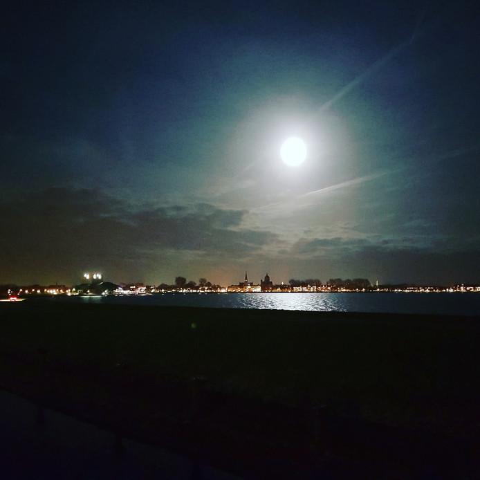 Dit is de maan vanuit Hoorn.