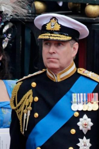"""Nu nieuwe getuigenissen vader Andrew steeds verder de afgrond induwen: """"Britten hebben medelijden met prinsessen Beatrice & Eugenie"""""""