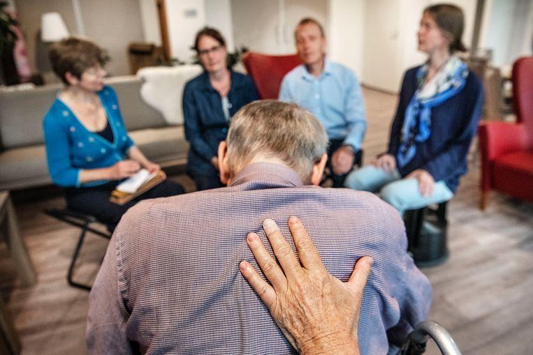 Akkerman heeft vaker gehoord dat mensen minder pijn voelen als er voor ze wordt gezongen. Ook de aandacht en aanwezigheid van de zangers kan steunend zijn.  Beeld null