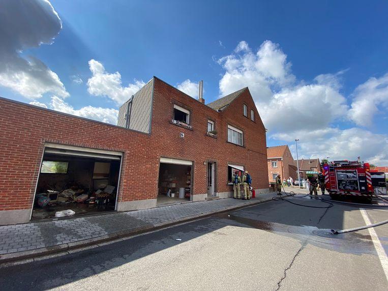 De brandweer moest ter plaatse komen. Zij kregen het vuur snel onder controle.