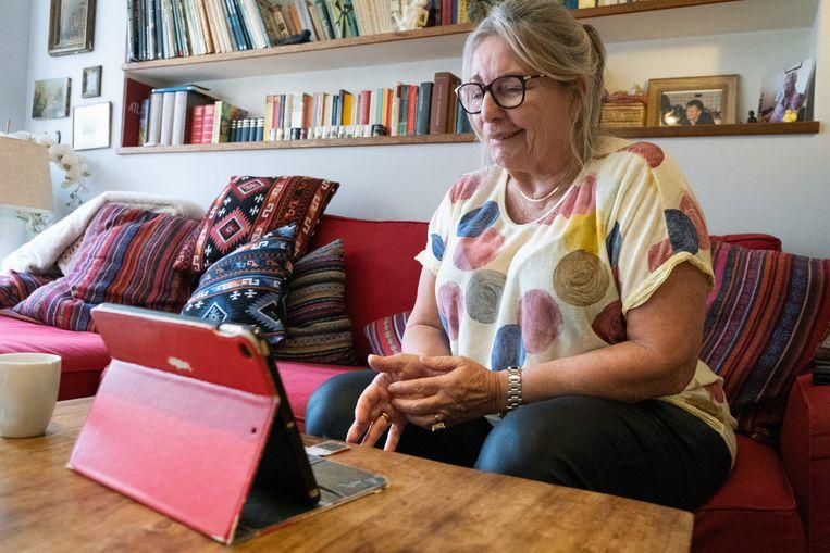 Mickey van Dijk: 'Ik hoef niet te wachten tot de volgende afspraak. Dat is ook een voordeel van onlinetherapie.' Beeld Sabine van Wechem