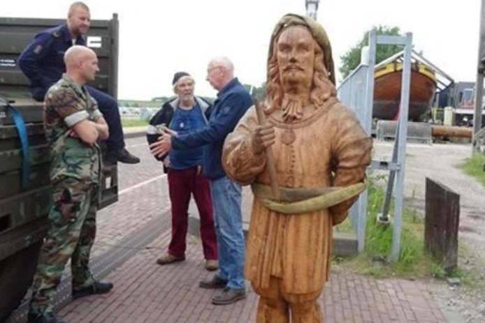 Het houten beeld van Michiel de Ruyter